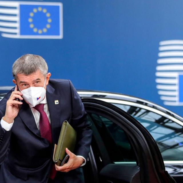 Češki premijer drži da iza svega stoji Piratska stranka koja bi ga mogla svrgnuti s vlasti na predstojećim parlamentarnim izborima u listopadu