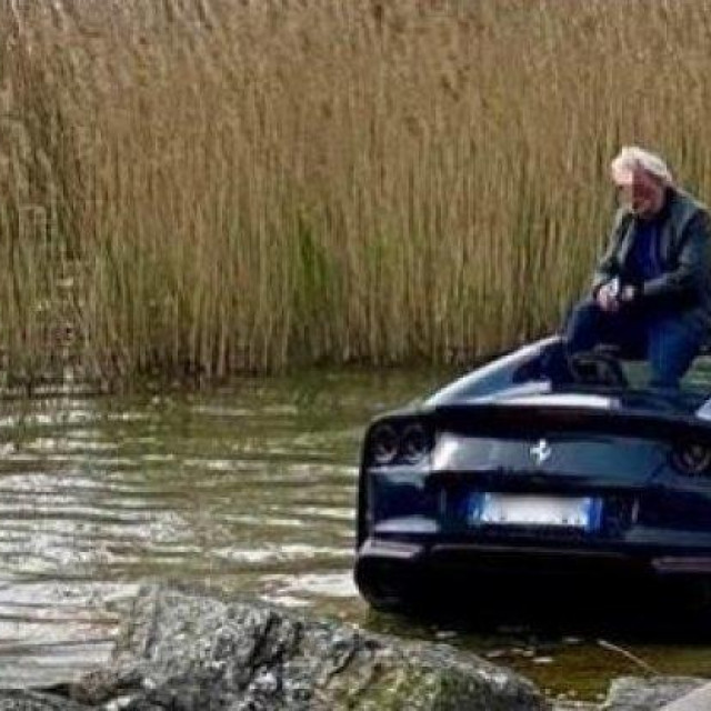 Ferrari 812 GTS u jezeru