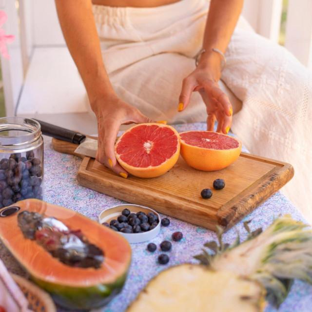Osobe kojima krvare desni za dva tjedna mogu zaustaviti krvarenje ako redovito jedu grejp