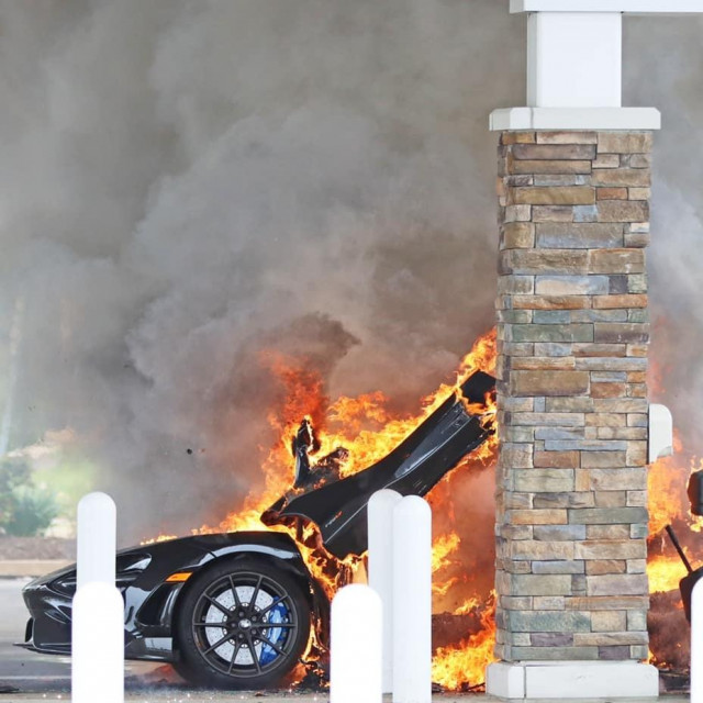 McLaren u plamenu