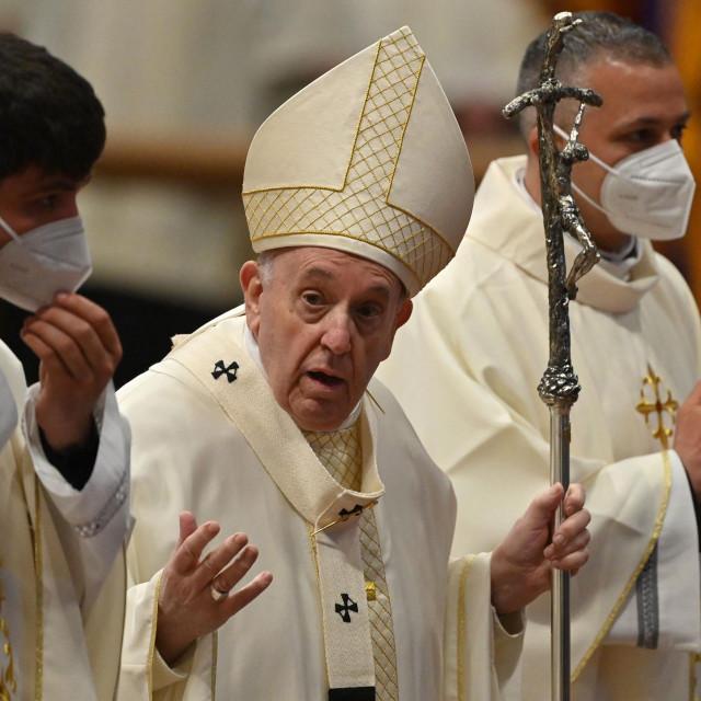U uvodu dokumenta Papa upozorava na dio iz Svetog pisma gdje se kaže da je poštenje spram sitnica izravno vezano s čestitošću u važnim stvarima