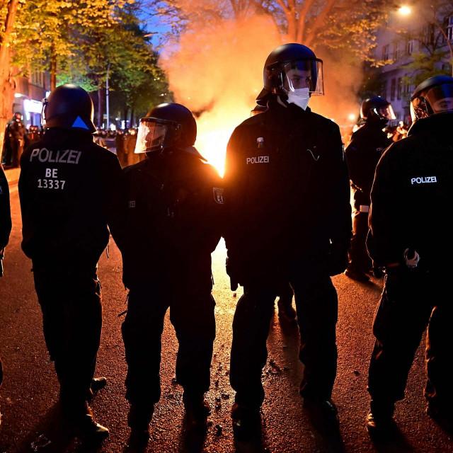 Policija tijekom nasilnih prosvjeda u Berlinu