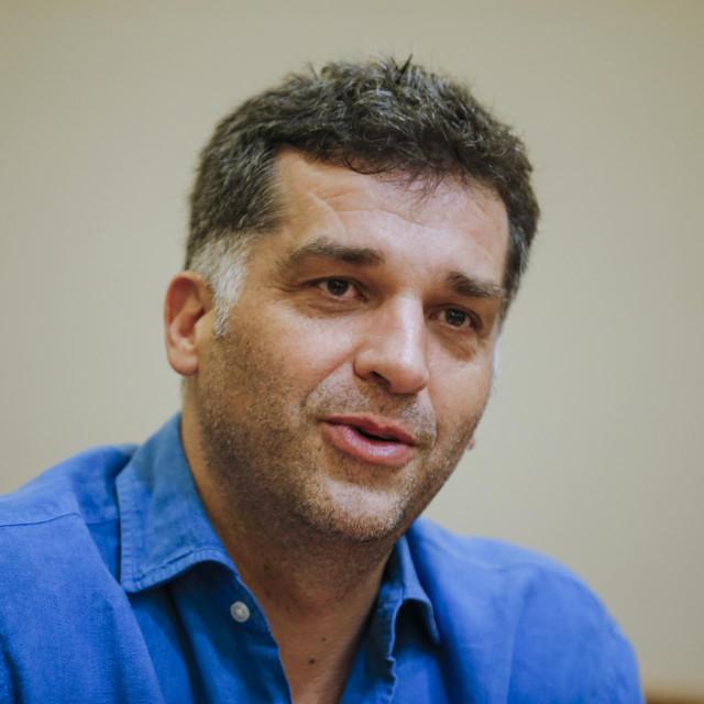 Tanović potpisuje režiju ovog filma koji nastaje u okviru projekta Sarajevo grad filma za globalne ekrane zajedno s Nikolom Kuprešaninom
