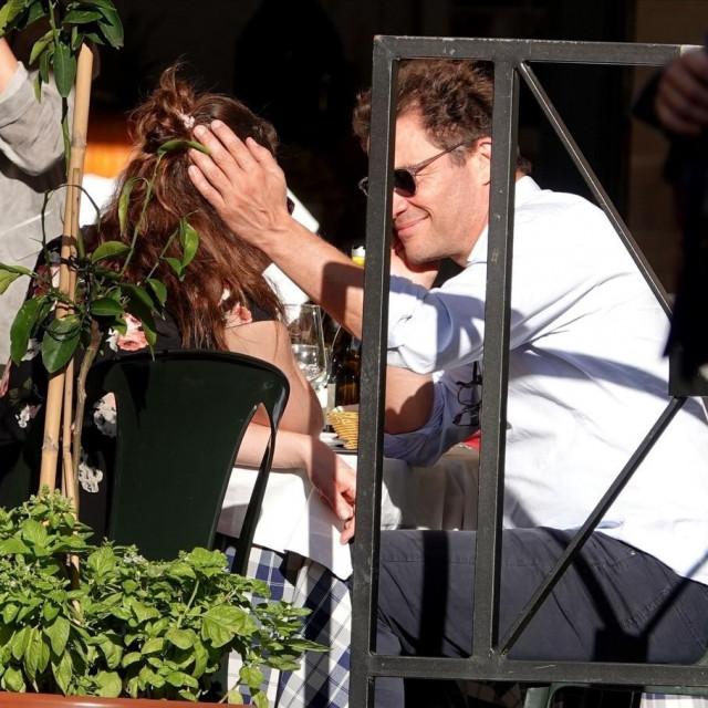 Dominic West i Lily James u Rimu