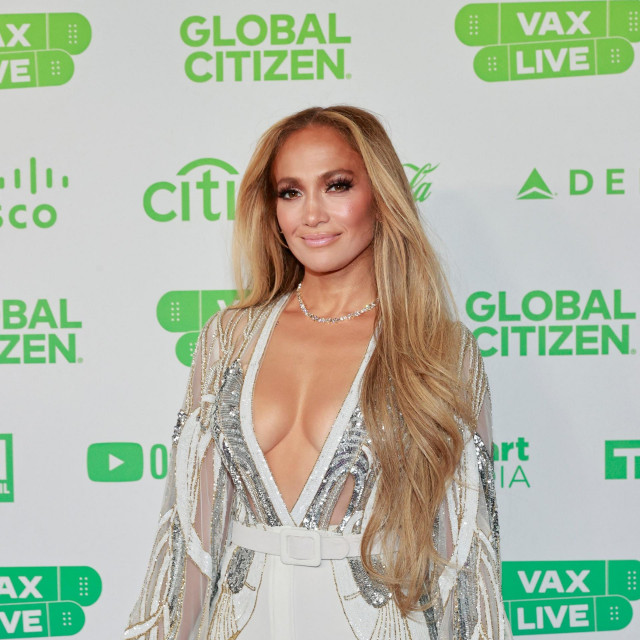Jennifer Lopez na crvenom tepihu koncerta Global Citizen VAX LIVE: The Concert To Reunite The World u Kaliforniji