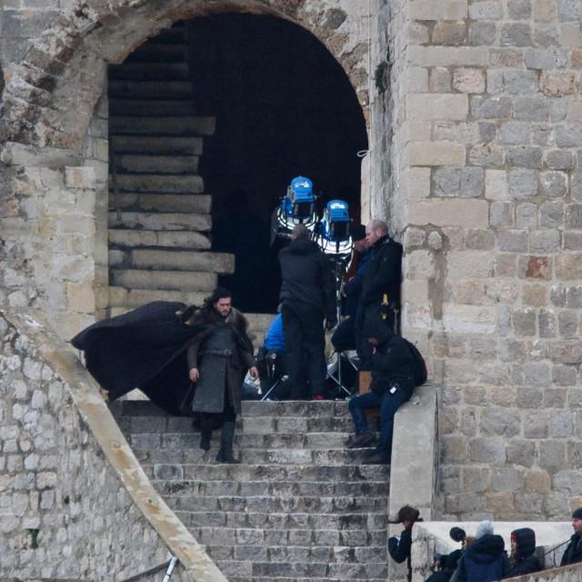 """Snimanje serije """"Game of Thrones danas"""" na Dubrovačkim zidinama 2018. Glumac Kit Harington koji glumi ulogu Jona Snowa snimao je u kuli Minčeti"""