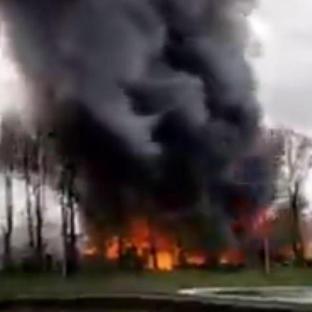 Požar na obali Temze