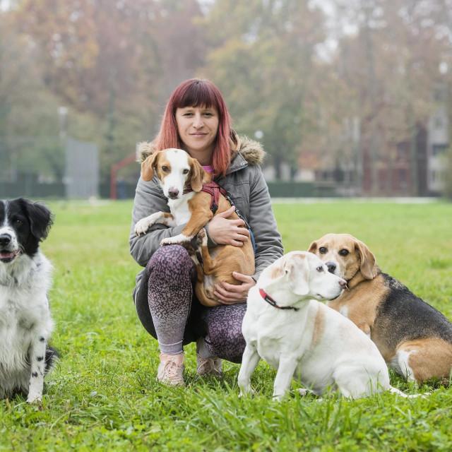 Mirna Gajčević s udomljenim psima Henryjem, Sunny, Tisom i Bufom