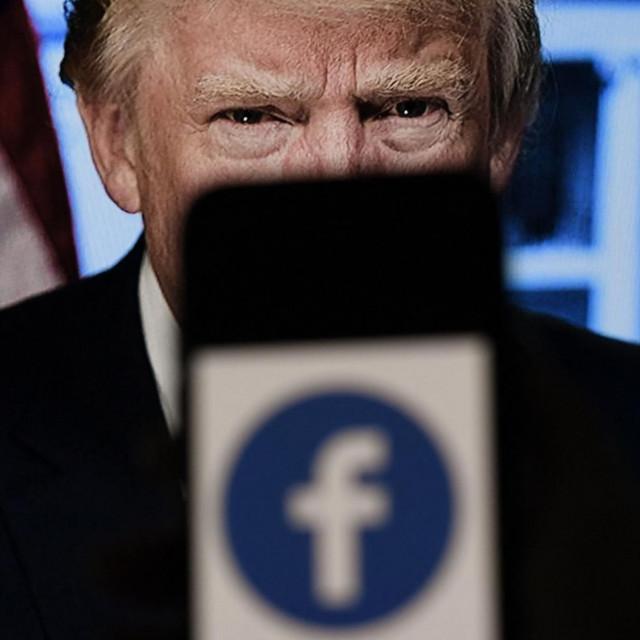 Politolozi vjeruju da je za nepovjerenje zaslužna vladavina Donalda Trumpa