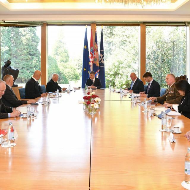 Predsjednik Milanović razgovarao s članovima Hrvatskog generalskog zbora