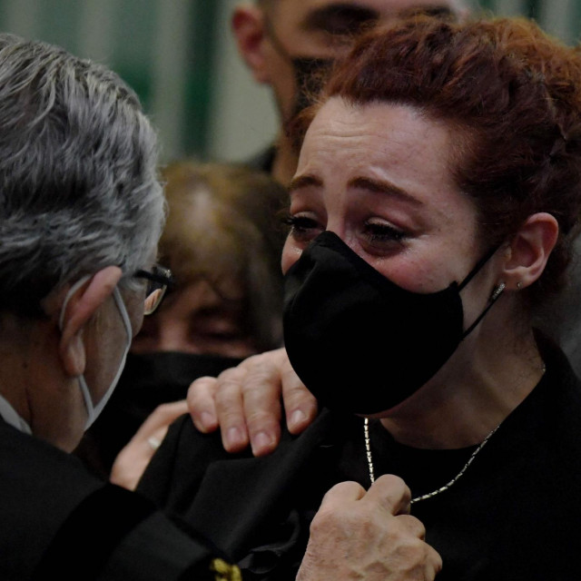 Udovica žrtve Rosa Maria Esilio (desno)