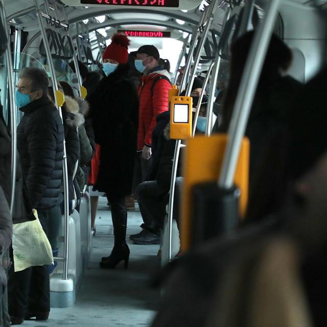 Ilustracija/Putnici u tramvaju ZET-a