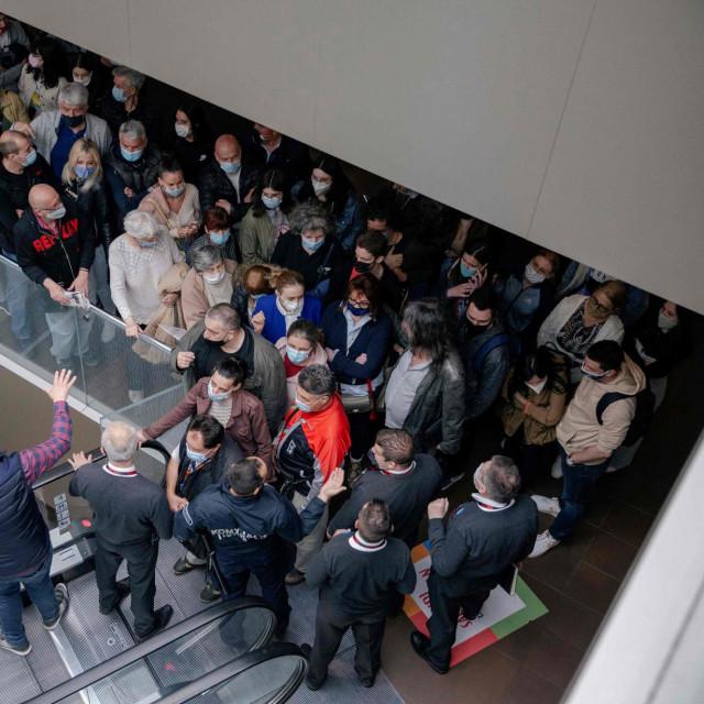 Gužva za cijepljenje uz poklon u jednom trgovačkom centru u Beogradu