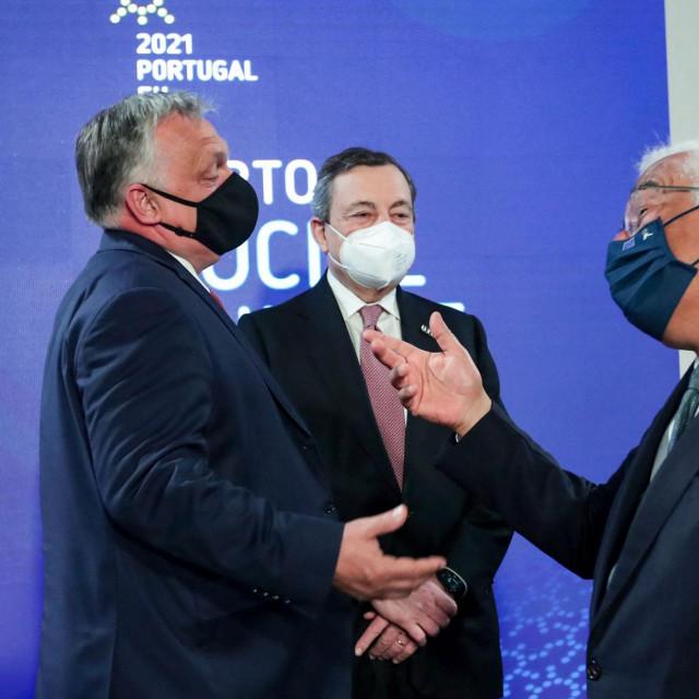 Antonio Costa (D), Viktor Orban (L) i Mario Draghi (sredina) na Socijalnom summitu u Portu