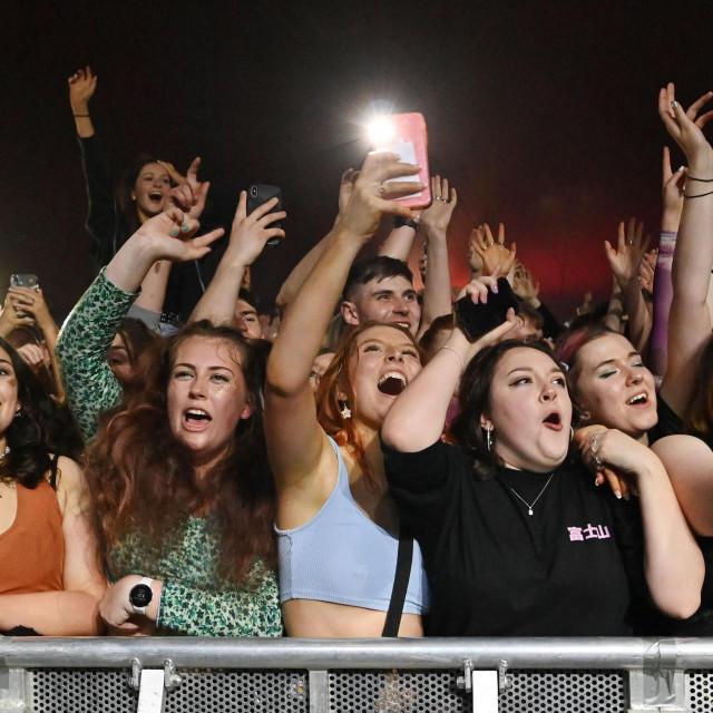 Ilustracija, prizor iz koncerta u Liverpoolu