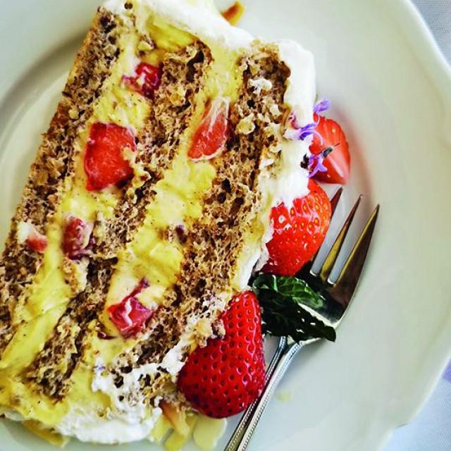 torta s jagodama i bademima nastasja