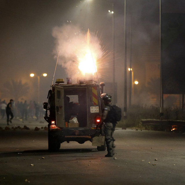 Izraelska vojska suzavcem gađa palestinske prosvjednike