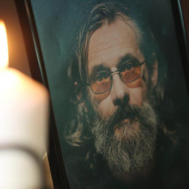 U HNK Osijek održana je komemoracija za preminulog glumca Sašu Anočića.