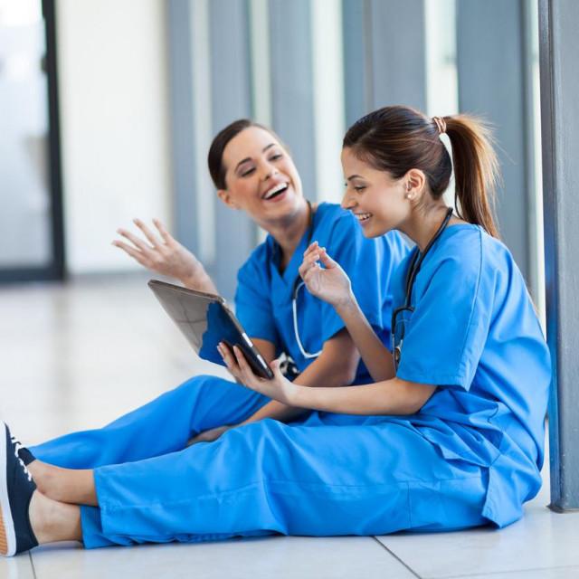 Bjanka i Spomenka radile su u istoj bolnici, kao medicinske sestre. Jedna drugoj su čuvale leđa,