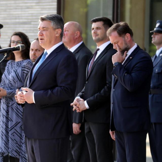 Predsjednik RH Zoran Milanović (za mikrofonom); ministar obrane RH Mario Banožić (drugi slijeva)