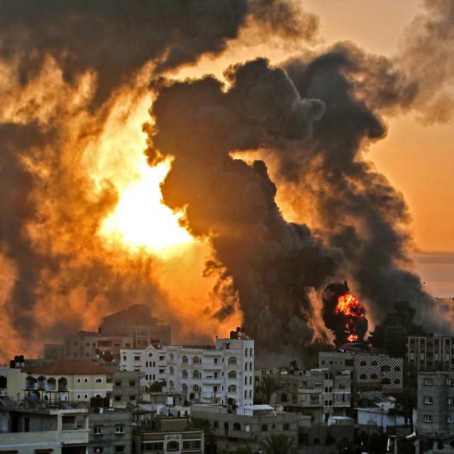 Prizor iz Khan Yunisha nakon izraelskog zračnog napada na mete u južnom dijelu Pojasa Gaze