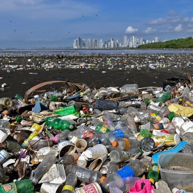 Hrpe plastike u Panami