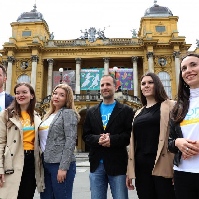 Na fotografiji: Andrea Kotnik, Luka Hodinec, Terezija Tržić, Kristina Kolovrat, Patricija Ostarjaš, Stjepan Klarić.<br />