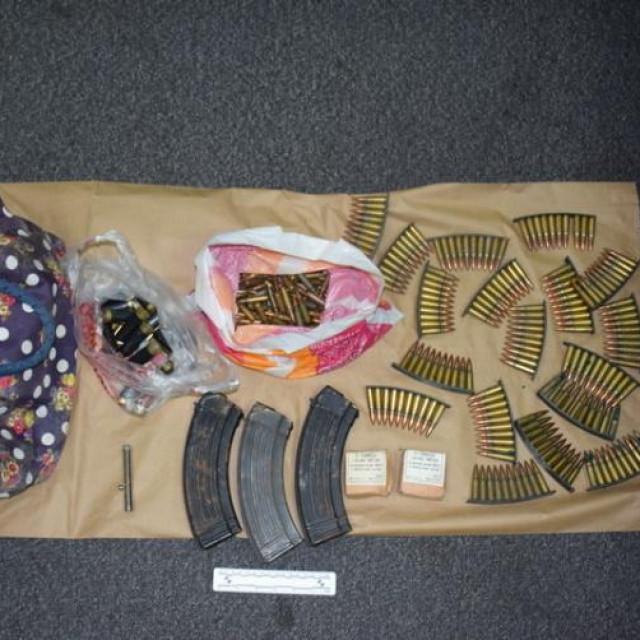 Zaplijenjena droga i oružje