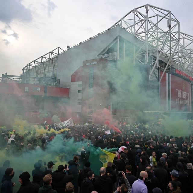 Prosvjedi pred Old Traffordom