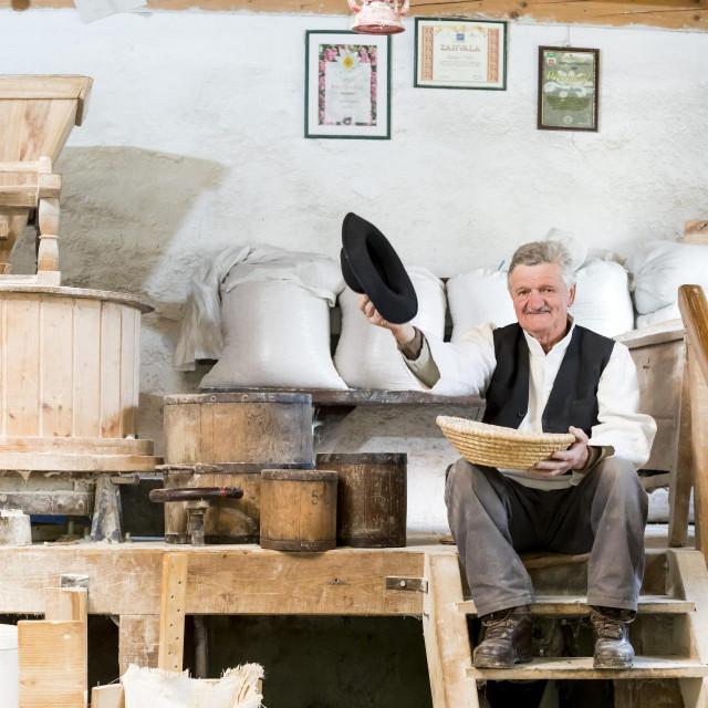 Ivanec, 210421.<br /> Stjepan Friscic vlasnik je mlina Progorec u kojem proizvodi brasno na tradicionalan nacin.<br /> Na fotografiji: Stjepan Friscic.<br />