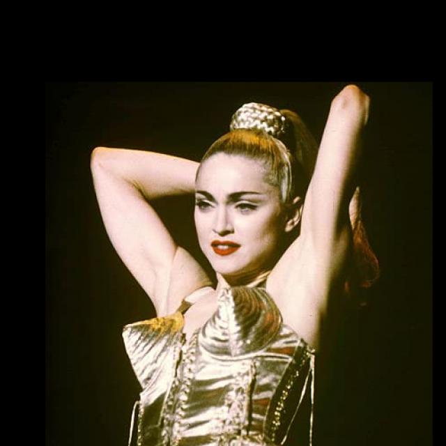 """Madonna je na turneji """"Blond Ambition"""" nosila kostime Jean Paul Gaultiera"""