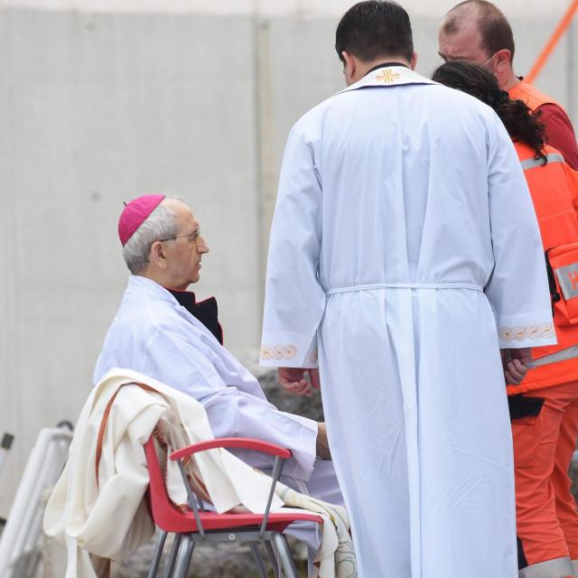 Biskupu Želimiru Puljić pozlilo tijekom mise