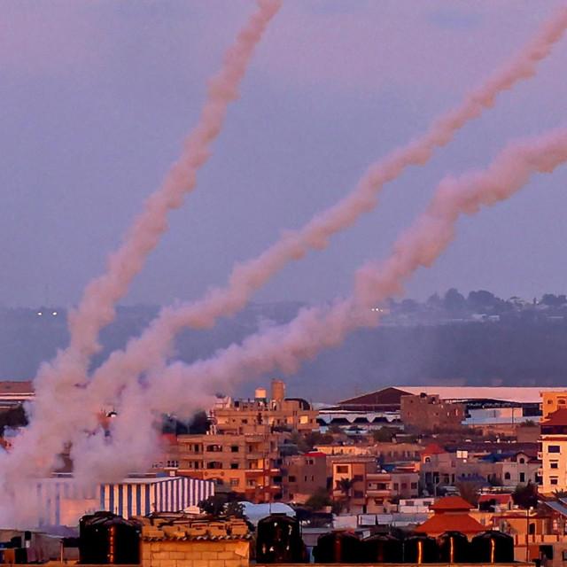 Prizor ispaljivanja raketa iz Pojasa Gaze prema Izraelu