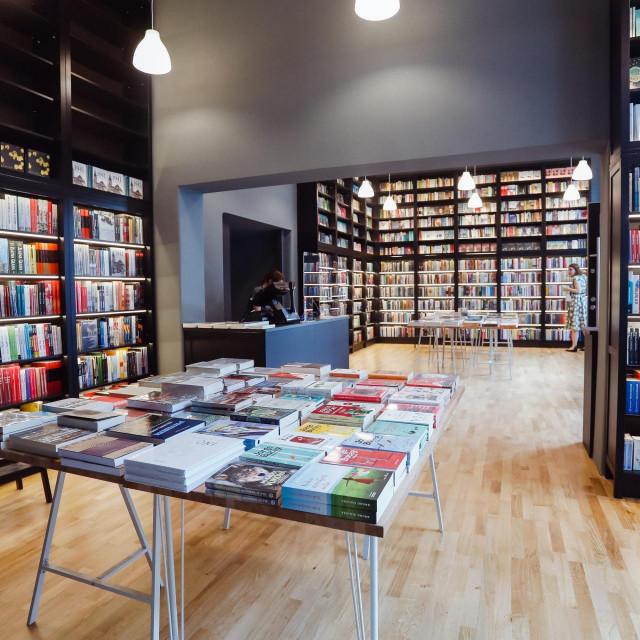 Novčane nagrade dodijelit će se u 3 kategorije: zanajboljusamostalnuknjižaru, za najbolji antikvarijat te zanajboljuknjižaruu okviru knjižarskog lanca.