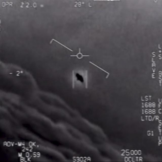 """Kadar iz jedne od tri snimke """"neidentificiranih zračnih fenomena koje je Ministarstvo obrane SAD-a objavilo 2020. godine"""