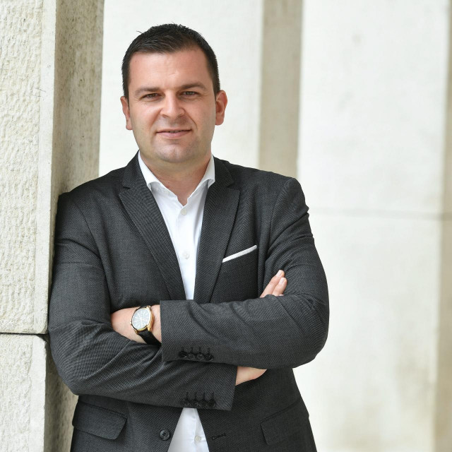 <br /> Dario Hrebak