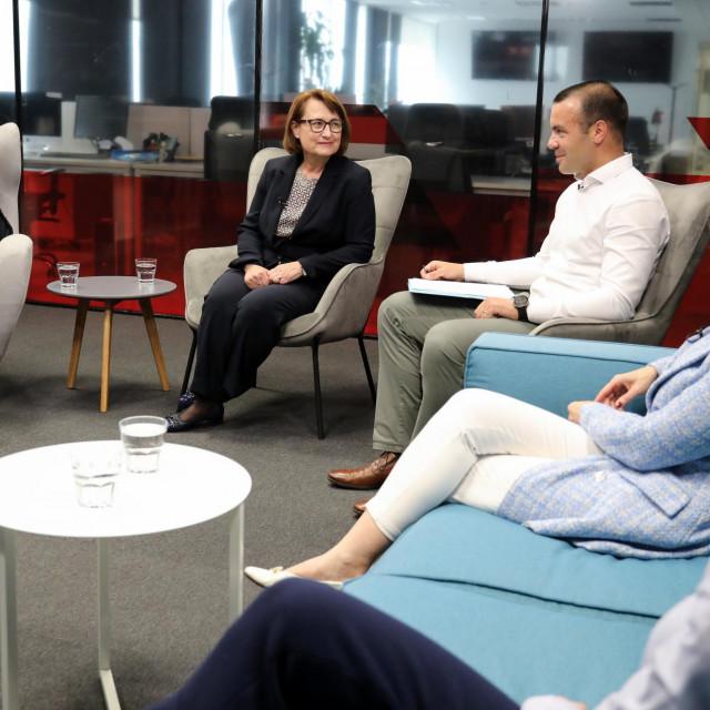 Moderatorica Iva Šulentić, profesorica Jasminka Lažnjak, profesor Jakša Krišto,voditeljica pravnih poslova HUO-a Nives Grgurić, televizijska voditeljica Ana Radišić