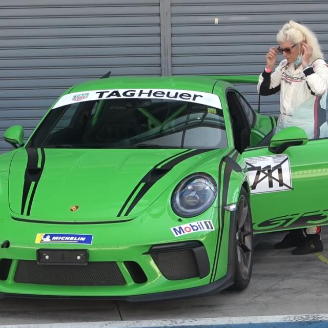 Najbrža baka u Porscheu