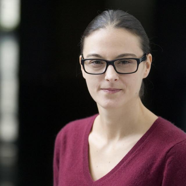 Dr. Vernesa Smolčić