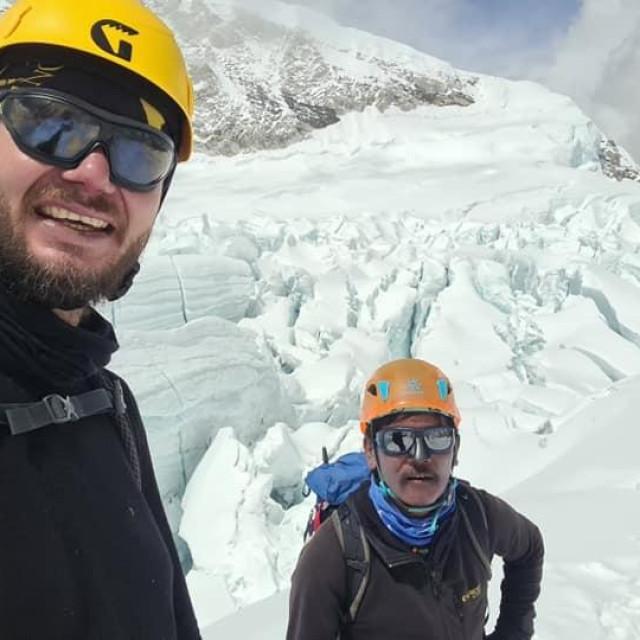 Mario Celinić za jednog od aklimatizacijski uspona, pripreme za penjenje na vrh