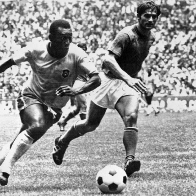 Pelé i Tarcisio Burgnich u slavnom finalu