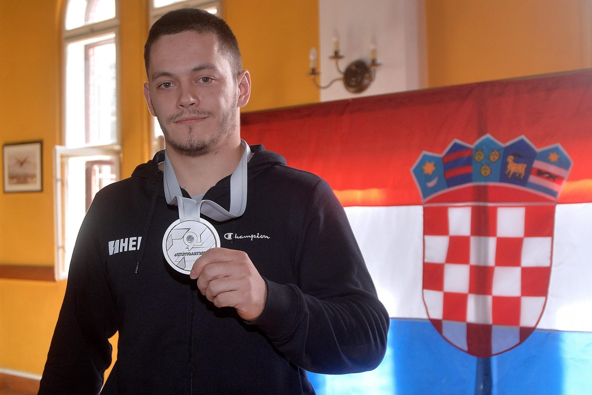 Zlato Tina Srbića na Svjetskom kupu: Skrpali ga za finale, pa dobio jednu od najvećih ocjena u karijeri