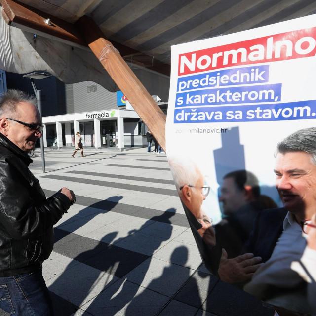 Branimir Glavaš snimljen nakon davanja potpisa za predsjedničku kandidaturu Zorana Milanovića