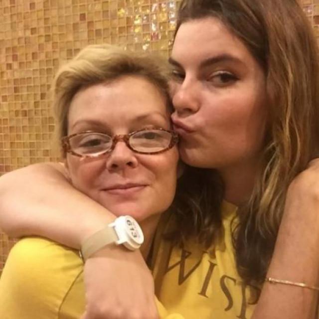 Romy Walthall s kćeriIsabellom Israel