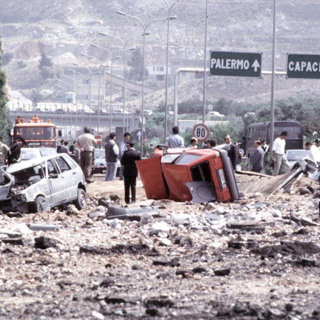 Prizor s autocesta nakon atentata na Falconea