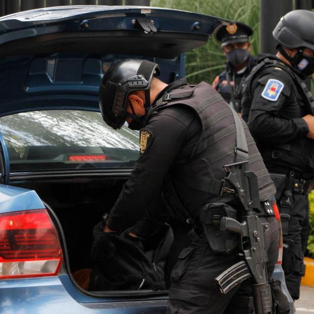 Policija u Meksiku, ilustracija
