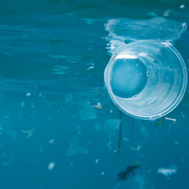 Ilustracija, plastični otpad