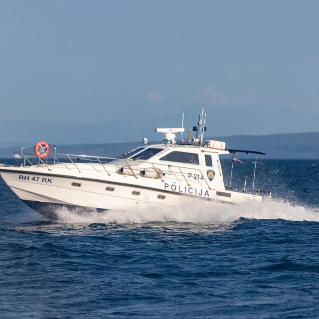 Ilustracija, brod pomorske policije