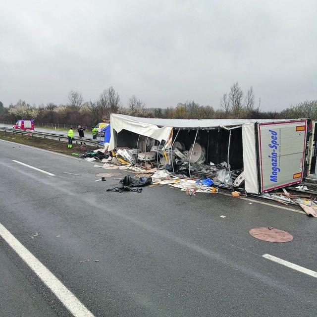 Okučani: Prometna nesreća na sjevernom kolničkom traku autoceste A3 u kojoj su poginule 4 osobe, strani državljani - migranti.<br /> <br /> <br />