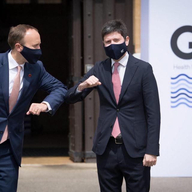 Britanski ministar zdravstva Matt Hancock i njegov talijanski kolega Roberto Speranza
